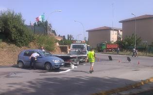 http://www.seguonews.it/scontro-al-quartiere-pinzelli-di-caltanissetta-auto-si-ribalta-giovane-alla-guida-ferito-alla-testa-e-fuori-pericolo