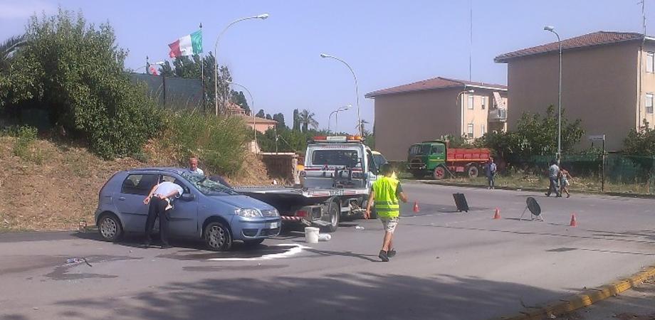 Scontro al quartiere Pinzelli di Caltanissetta, auto si ribalta. Giovane alla guida ferito alla testa: è fuori pericolo