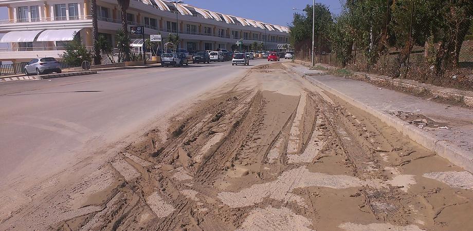 Black out e danni dopo la bomba d'acqua su Caltanissetta. Alla Saccara si apre voragine, strade invase dal fango