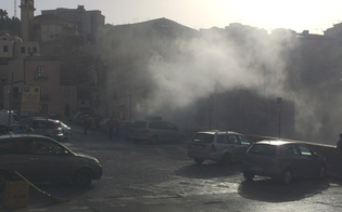 http://www.seguonews.it/auto-a-fuoco-in-piazza-mercato-grazia-passanti-spengono-lincendio-provocato-da-un-corto-circuito