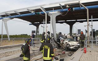 http://www.seguonews.it/ferragosto-di-sangue-in-autostrada-muoiono-padre-e-figlio-di-caltanissetta-grave-la-moglie-le-foto