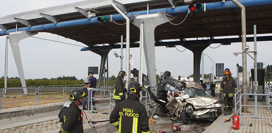 Ferragosto di sangue in autostrada, muoiono padre e figlio di Caltanissetta. Grave la moglie (LE FOTO)