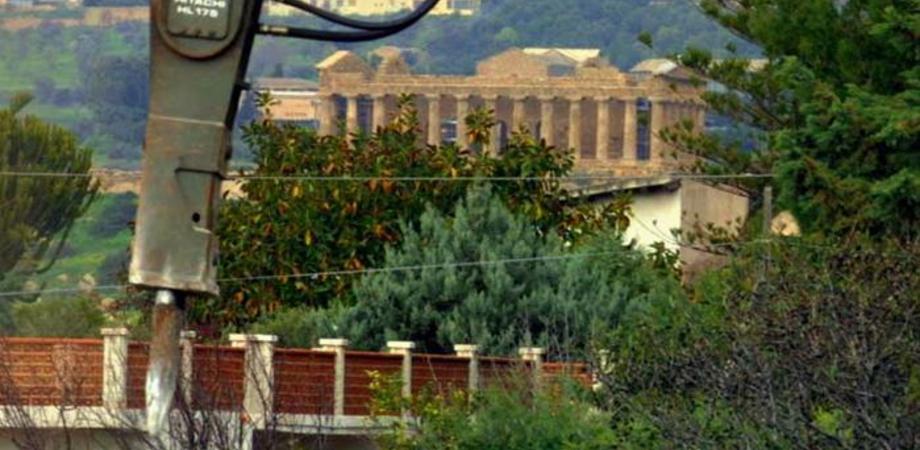 Valle dei Templi. Finalmente si demoliscono i 650 immobili abusivi