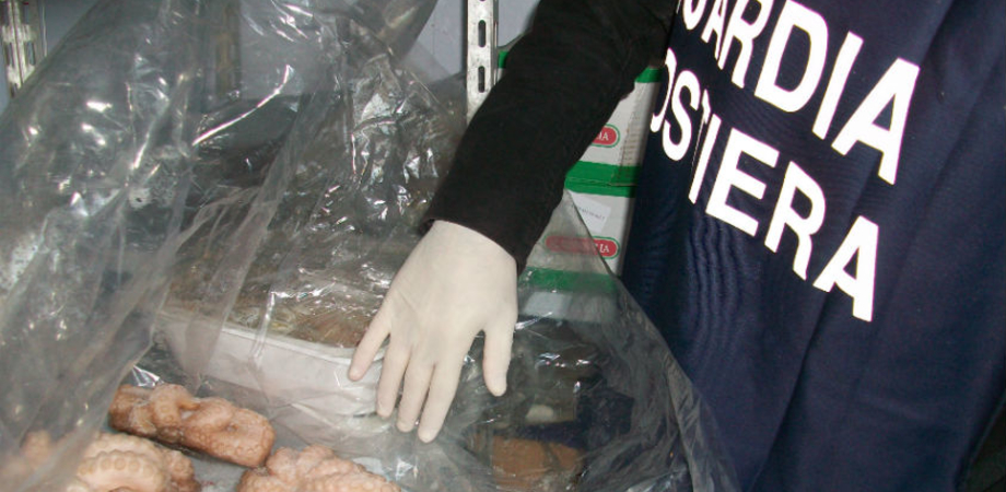 "Guardia Costiera sequestra nel Nisseno17 kg di pesce ""fuorilegge"". La merce sarà devoluta in beneficenza"