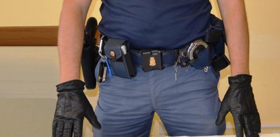 Inseguimento da film per le vie di Caltanissetta. Poliziotti arrestano pusher con hashish
