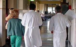 https://www.seguonews.it/neonato-morto-ginecologa-aggredita-a-gela-lordine-dei-medici-solidale-violenze-inaccettabili-fiducia-negli-inquirenti