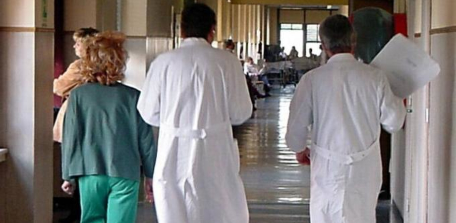 Dona il suo fegato al figlioletto di otto mesi e lo salva: intervento record all'Ismett di Palermo