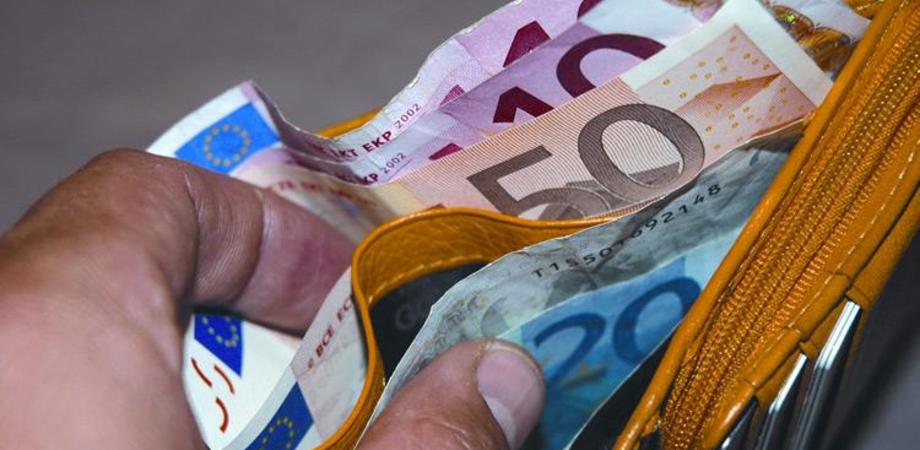Commerciante nisseno truffato da straniero. Consegna merce, riceve soldi falsi