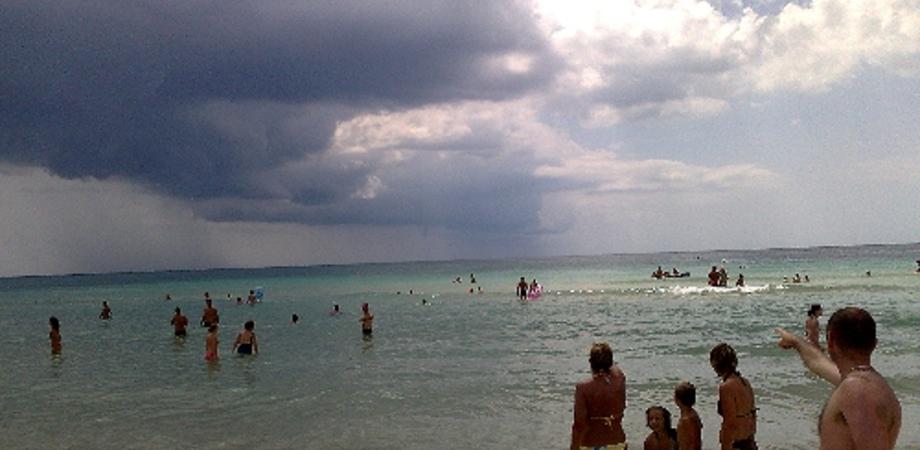 Nudo in spiaggia,  divieto di avvicinamento al litorale e multa salata per un agrigentino