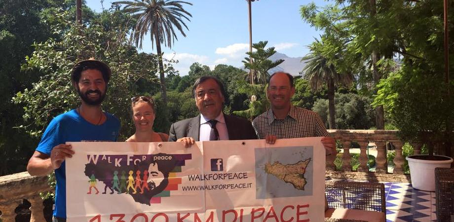 """Aldo Naro e la Passeggiata per la Pace, Marco Carletta arriva a Palermo. Orlando: """"Condanna contro la violenza"""""""