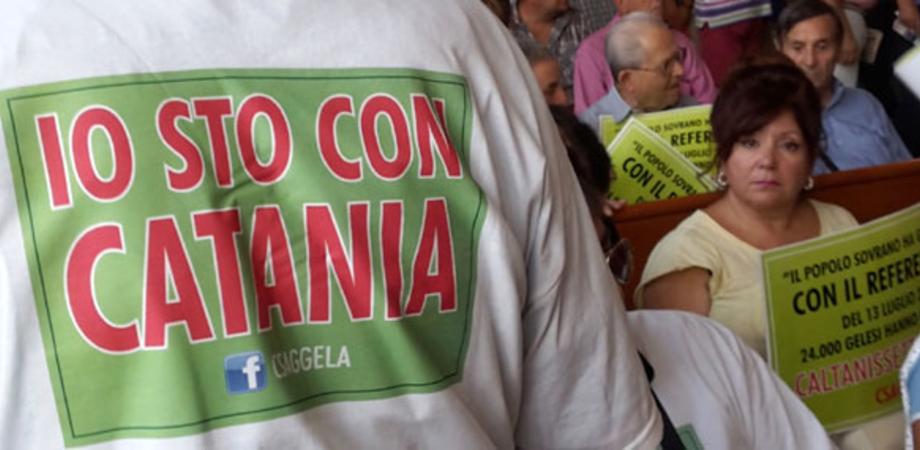 """Gela """"smamma"""" da Caltanissetta. Il Consiglio comunale vota l'adesione all'area metropolitana di Catania"""