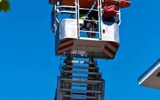 http://www.seguonews.it/obeso-nisseno-non-puo-andare-in-ospedale-i-vigili-del-fuoco-lo-soccorrono-dal-balcone-con-lautogru
