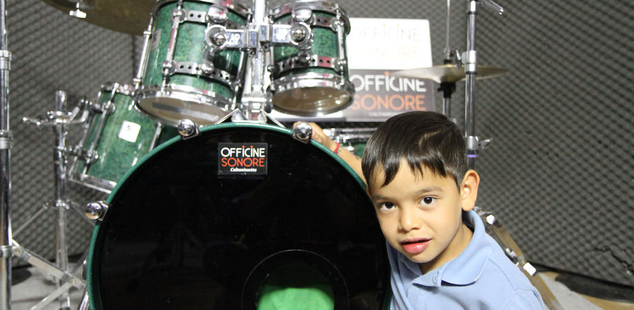 Francesco Antonino, l'enfant prodige di San Cataldo che le suona a tutti. Ha 5 anni il percussionista che ama i Guns N' Roses