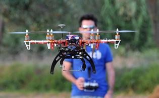 http://www.seguonews.it/usare-i-droni-si-ma-con-eccezioni-lenac-istituisce-regolamento-per-farli-volare-mai-sopra-la-testa-delle-persone