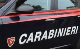 Maresciallo dei carabinieri chiude in una stanza il suo comandante e lo picchia: non voleva essere trasferito