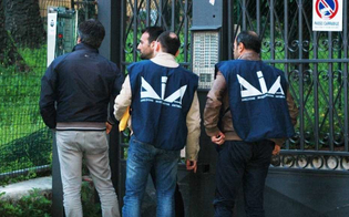 http://www.seguonews.it/mafia-a-caltanissetta-allarme-della-dia-al-parlamento-racket-droga-e-gioco-illegale-fonti-di-guadagno-per-i-clan