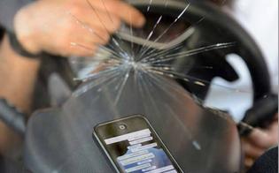 http://www.seguonews.it/al-volante-selfie-e-cintura-sganciata-le-972-distrazioni-fatali-segnalate-dalla-polizia