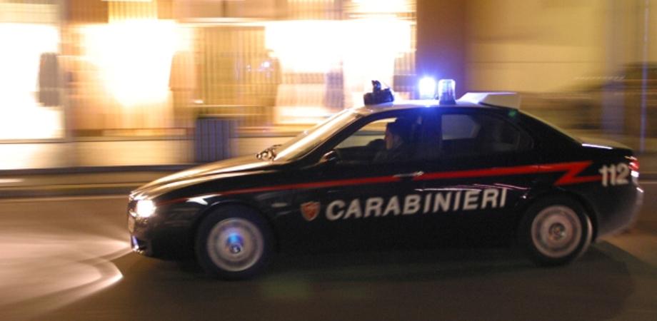 Caltanissetta, ladri tentano l'assalto in un bar ma l'arrivo dei carabinieri li mette in fuga