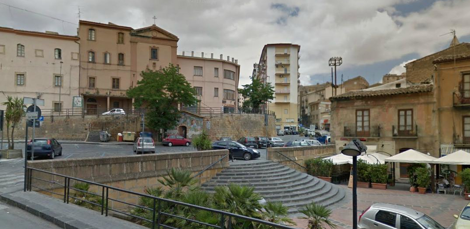 """Iracheno pestato a sangue in piazza Mercato Grazia. La vittima accusa: """"Mi hanno aggredito due stranieri"""""""