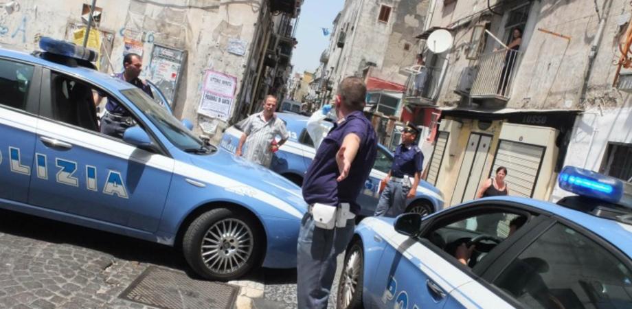 Spaccio nel centro storico nisseno, Polizia ferma due stranieri: panetti di hashish nascosti tra le piante