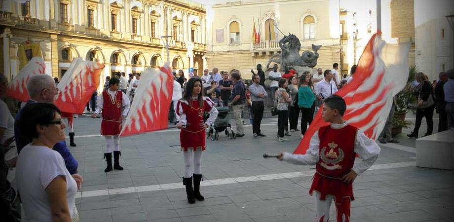 Sabato la Giornata medievale a Caltanissetta. Corteo e sbandieratori sfilano in centro storico