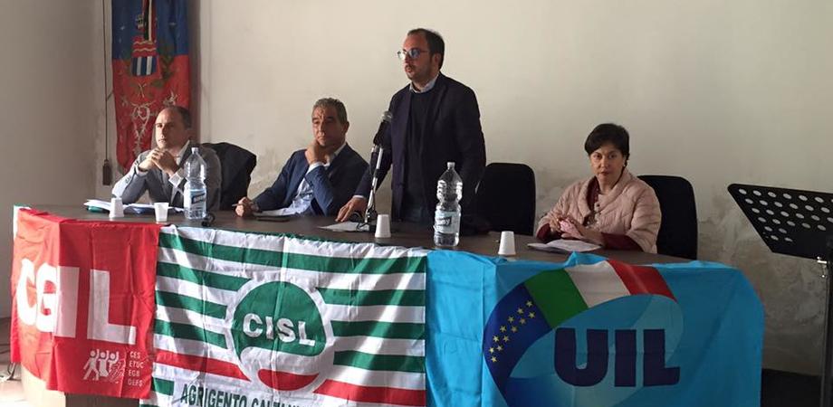 """""""Basta parole, occorre una svolta"""". I sindacati confederali manifestano a Sommatino: formazione, lavoro e rifiuti le priorità"""