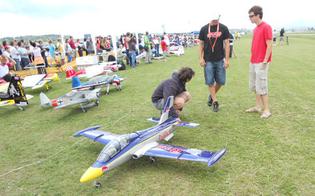 http://www.seguonews.it/tutto-vola-in-volo-domenica-a-pian-del-lago-manifestazione-aeromodellistica