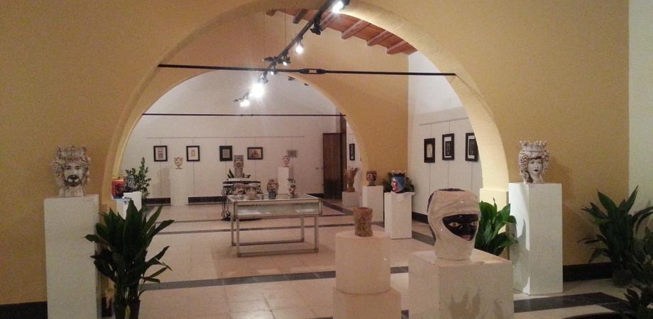 A Gela successo di pubblico per i vasi della mostra Antropomorphica