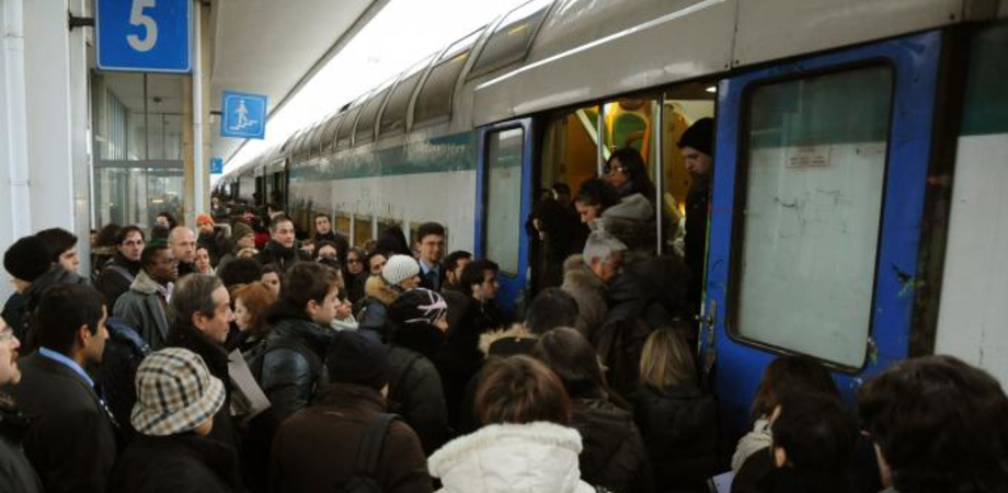 """""""A Caltanissetta i pendolari del treno abbandonati"""". Niente bus sostitutivi, atto d'accusa di Forza Italia contro le Ferrovie"""