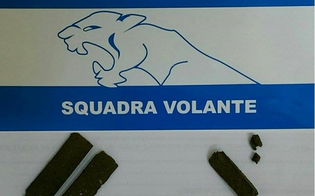 http://www.seguonews.it/perquisiti-due-giovani-a-caltanissetta-la-polizia-trova-tre-pezzi-di-hashish
