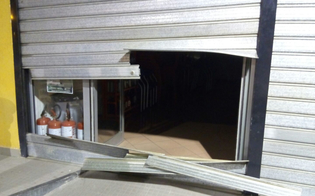 http://www.seguonews.it/raid-in-un-bar-di-caltanissetta-ladri-tagliano-saracinesca-e-rubano-macchinetta-scambia-soldi