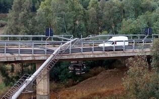 http://www.seguonews.it/tralicci-enel-cadono-sul-viadotto-a19-chiuso-lo-svincolo-per-caltanissetta-per-chi-viene-da-palermo