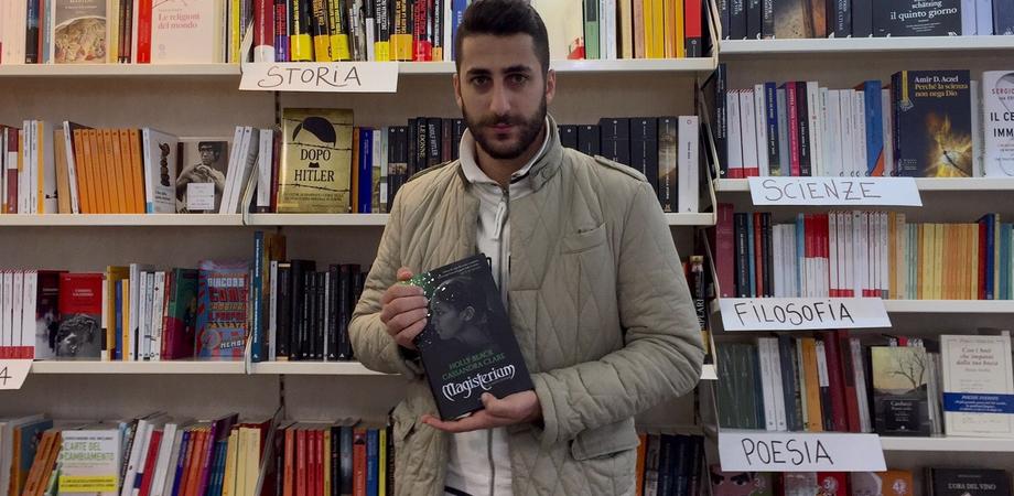 Camillo Campisi e quella foto da copertina. Mondadori sceglie lo scatto della ragazza indiana per il libro fantasy