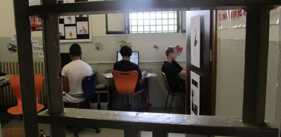 """""""Fondi alle onlus in cambio di posti di lavoro"""". Cinque arresti a Caltanissetta, coinvolta l'ex direttrice del carcere Minorile"""