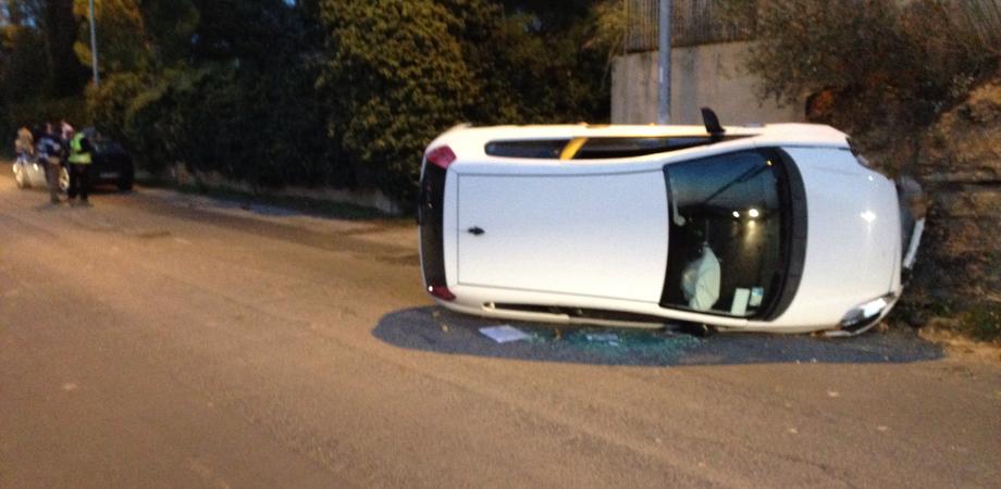 Carambola in via Xiboli, auto si ribalta: feriti tre giovani nisseni. Illesa una famiglia di Valguarnera