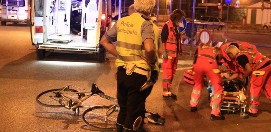 """Scontro auto-bicicletta alla Badia. Ciclista ferito trasportato all'ospedale """"Sant'Elia"""""""