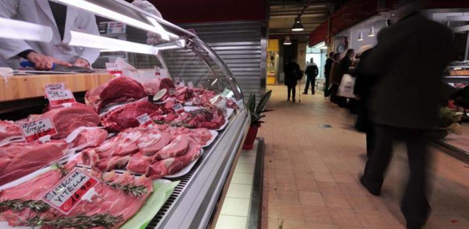 """Allarme carni, indagine della Coldiretti su crollo vendite: """"Solo uno su dieci ha tagliato consumi"""""""