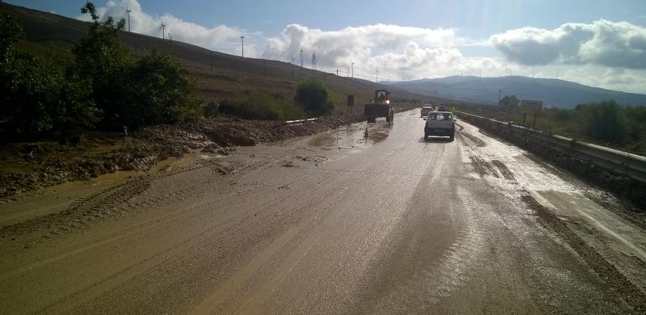 Strade invase da fango e detriti nel Nisseno: ancora disagi per la viabilità dopo le incessanti piogge