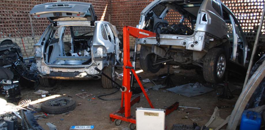 Portano via ricambi d'auto da carrozzeria sequestrata: due operai nisseni e titolare denunciati dalla Polizia Stradale