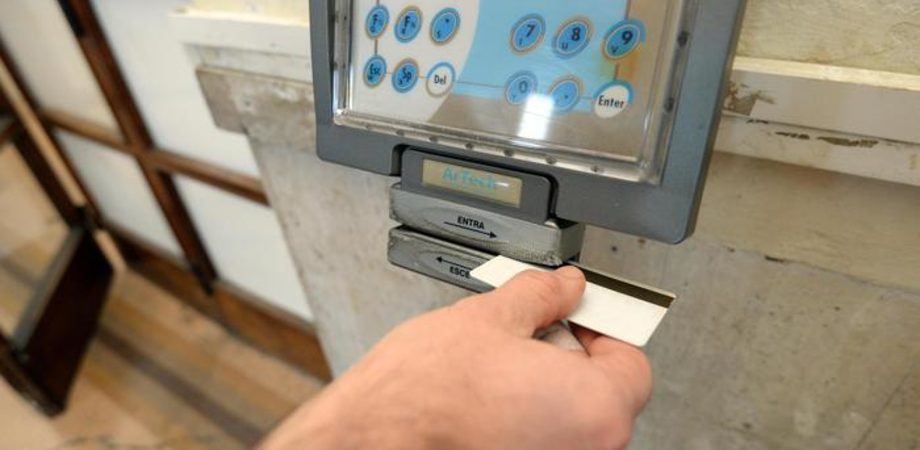 "Assenteismo alla Regione: tre fratelli di Gela indagati. ""Furbetti"" cartellino assunti come vittime mafia"