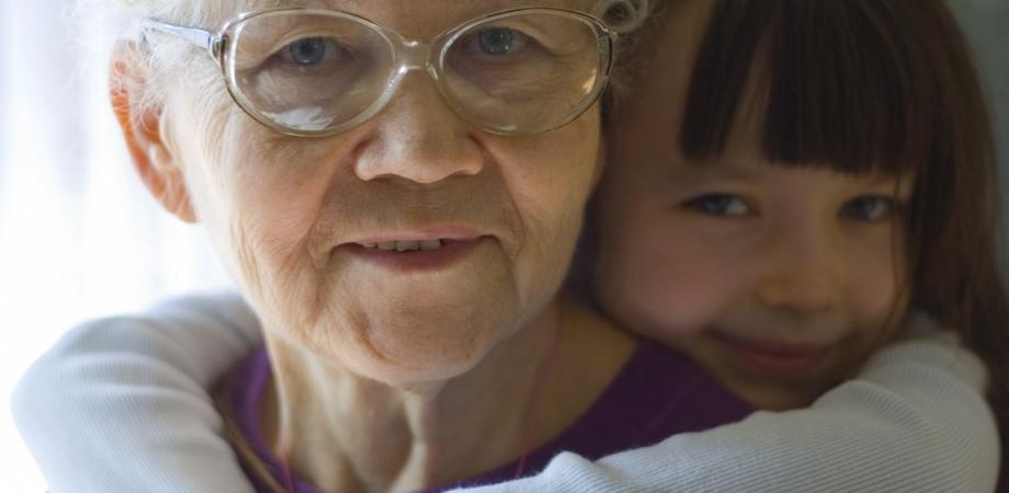 """Il 2 ottobre è la festa dei nonni, gli """"angeli custodi"""" di ogni nipotino"""