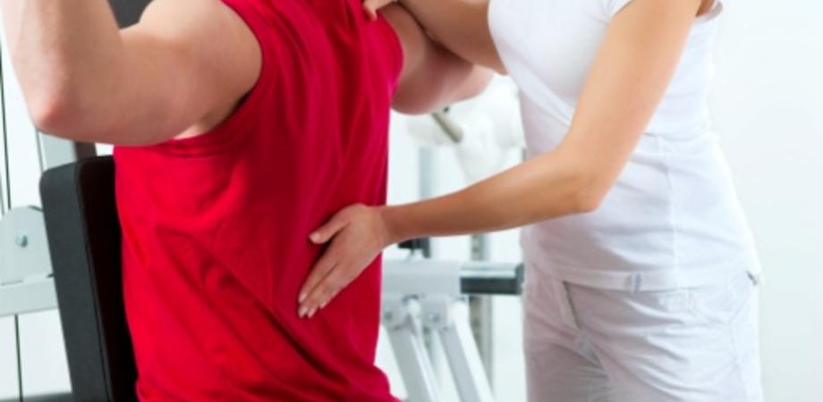 Mal di schiena: la Croce Rossa indica 8 esercizi antidolore