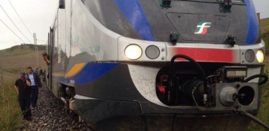 Il maltempo a Caltanissetta: un milione di euro per rimuovere il treno deragliato. Gli autobus in soccorso dei pendolari