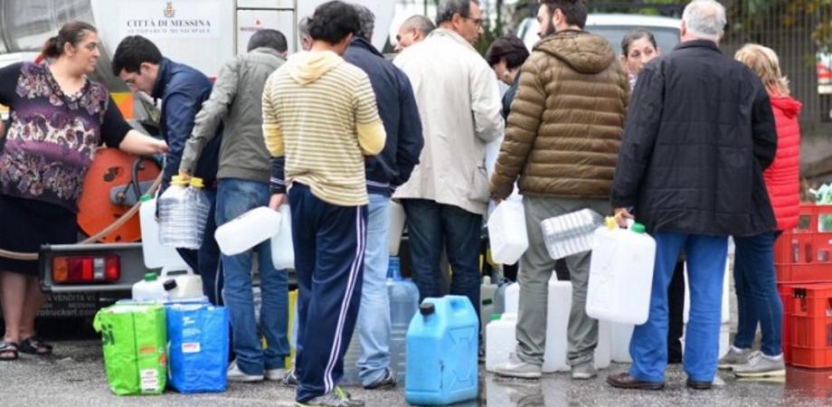 Caos acqua Caltanissetta, martedì distribuzione nel centro storico e nella zona di Sant'Anna