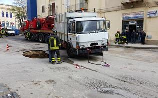 https://www.seguonews.it/rimosso-lautocompattatore-sprofondato-nella-voragine-piazza-pirandello-restera-off-limits-per-i-lavori