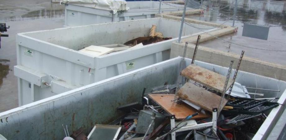 Colpo grosso al Centro di raccolta rifiuti di Serradifalco. Ladri rubano camion della differenziata e muletto