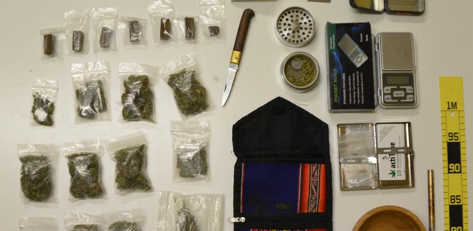 """Lotta allo spaccio, giovane arrestato a San Cataldo. La Polizia sequestra zaino con droga e kit del """"pusher"""""""