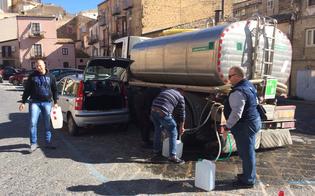 http://www.seguonews.it/la-processione-del-bidone-in-piazza-mercato-grazia-la-domenica-bestiale-dei-nisseni-per-un-goccio-dacqua