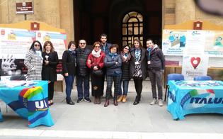http://www.seguonews.it/violenza-e-mobbing-contro-le-donne-uil-in-piazza-strazzeri-pronti-ad-aiutare-chi-ha-bisogno
