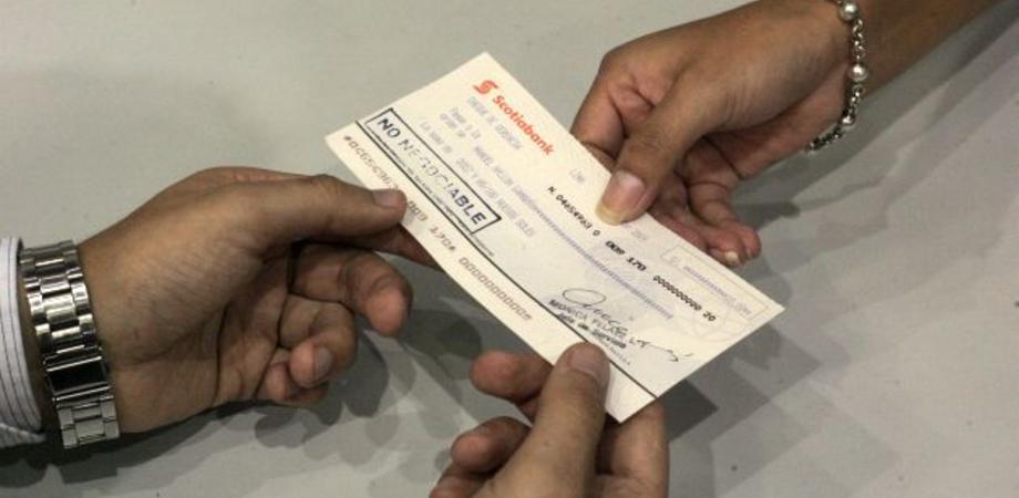 """Nisseni con il """"vizio"""" della truffa fermati dalla Polizia: sequestrato un assegno falso"""